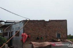 Puting Beliung rusak 32  rumah di Deli Serdang