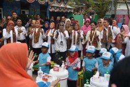 Ibu Iriana Jokowi sosialisasikan cuci tangan dan tes IVA di Palembang