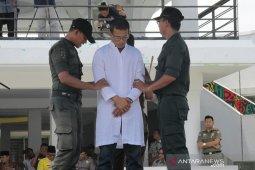 Tiga pasangan nonmuhrim dihukum cambuk