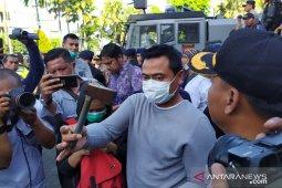 Demonstrasi Surabaya sempat memanas, diwarnai pelemparan batu hingga kapak