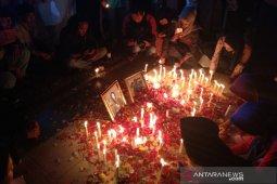 Di Simpang Lima, ratusan orang doakan Yusuf dan Randy