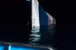 Kapal ikan terbakar di perairan Halut