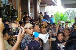 """Massa """"Bali Tidak Diam"""" ajukan tujuh tuntutan ke DPRD Bali"""