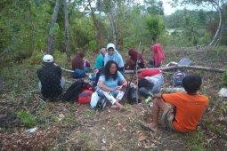 Warga Ambon kembali mengungsi setelah guncangan gempa beruntun