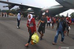 Tiga warga Situbondo menunggu jadwal pemulangan dari Papua