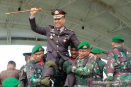 Hadiri HUT TNI Ke-74, Kapolres Tanjungbalai dijulang Tentara