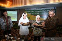 Cetak wirausaha muda, Kementerian Perindustrian latih santri Banyuwangi pengolahan roti