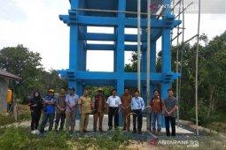 Indocement suplai air bersih ke tangki Pasimas warga Kotabaru