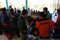 Evakuasi 13 pendaki terjebak kebakaran di Gunung Raung berlangsung menegangkan