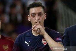 Mesut Ozil ingin bela Arsenal sampai 2021