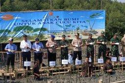 Lanal Banten tanam 5.800 pohon mangrove di  Teluk Banten