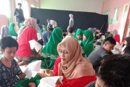 145 pelajar di Tangsel diberikan pelatihan seni membuat batik