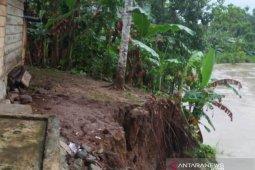 Tiga rumah di Nias terancam longsor akibat  abrasi