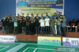 HYS for LU1 hiasi arena Turnamen Bulutangkis KNPI Labura Cup I