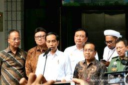Mendagri: Wiranto sudah bisa  bersalaman