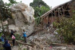 Hujan batu di Purwakarta, anggota DPRD Jabar desak gubernur evaluasi izin perusahaan tambang