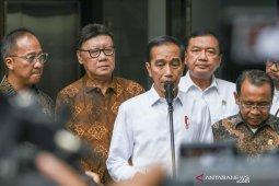 Jokowi: Alhamdulillah Wiranto stabil