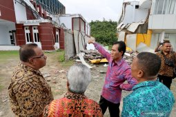 Kota Ambon lengang pasca diguncang gempa beruntun