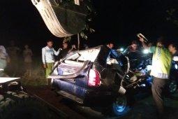 Lima korban luka mobil tertimpa pohon di Situbondo jalani perawatan