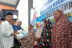 100 lansia di Nagan Raya terima bantuan perlengkapan ibadah dan makanan bergizi