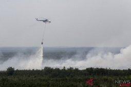 BPBD terjunkan lima helikopter pembom air