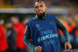 Fokus menangi berbagai gelar, Arturo Vidal belum pikirkan tinggalkan Barcelona