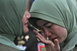 Istri mantan Dandim Kendari menangis saat sertijab