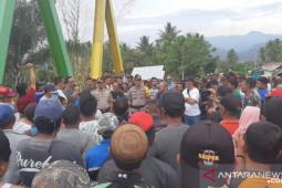 Thariq Modanggu temui warga Tolinggula terkait  blokade jalan
