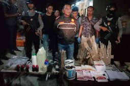 Geledah rumah terduga teroris, polisi temukan cairan kimia