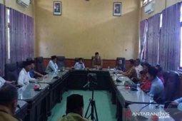 Harga garam anjlok, para petambak mengadu ke DPRD Sumenep