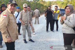Bupati tinjau pembangunan jalan Tanjung Smalantakan-Basuang