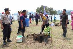 Polres Samosir tanam 29 jenis tanaman produktif di Aek Natonang