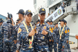 KRI Teluk Ende bawa dua Taruna putra Kalimantan Selatan