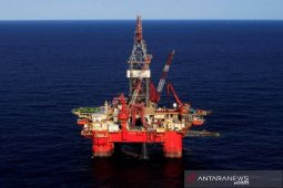 Minyak melonjak dipicu penurunan stok AS, pembatasan produksi OPEC