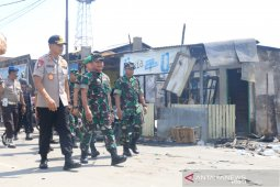 TNI bantu perbaiki bangunan yang dibakar massa