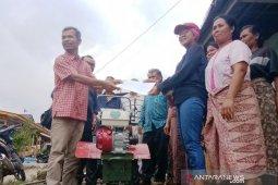 PLTA Batang Toru sumbang traktor mini buat koptan Haunatas