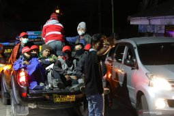 Evakuasi wisatawan terdampak kebakaran gunung