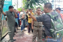 Satpol PP Tanjungbalai dan pedagang bundaran PLN nyaris bentrok