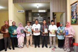 Pemkab Tapanuli Selatan apresiasi sumbangan ribuan buku dari KAHMI