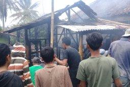 Kebakaran lalap tiga rumah kawasan padat penduduk di Sukabumi