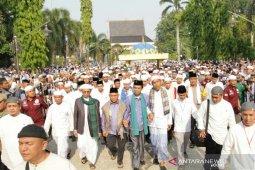 Ribuan Jamaah sambut Ustadz Abdul Somad