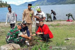 Mahasiswa gelar aksi bersih Danau Lut Tawar