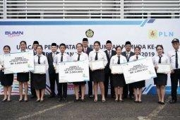 PT PLN Sumut berikan  penghargaan pelajar SMK berprestasi