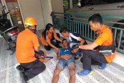 Dua pekerja bangunan di Medan terjatuh, cidera kaki dan kepala