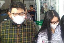 Dua anak Wali Kota Medan bungkam usai diperiksa KPK