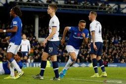 Berakhir imbang 1-1, pertandingan Spurs vs Everton diwarnai  insiden