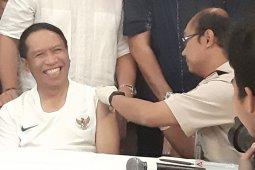 Menpora dan tim sepak bola SEA Games disuntik vaksin polio