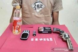 Polisi tangkap pemuda ini terkait sabu dan amankan pistol mainan