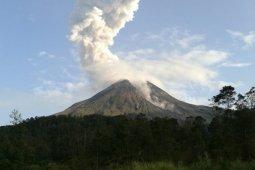 Gunung Merapi muntahkan awan panas, warga diimbau jauhi aliran sungai antisipasi potensi banjir lahar