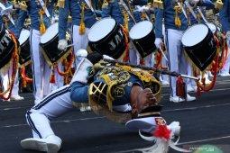 Atraksi drumband Taruna AAL memukau warga Banyuwangi